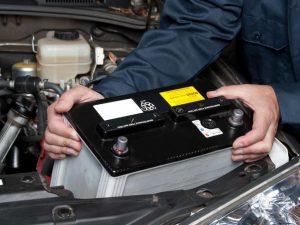 como cambiar bateria coche